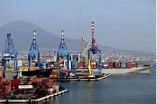 www di napoli movimento container i porti di genova e napoli in crescita