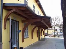 tettoia a sbalzo in legno porticato a sbalzo ad una falda linea classica