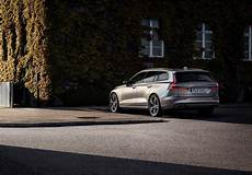 volvo zukunft 2019 2019 volvo v60 revealed new safety features in