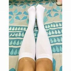 gadis dengan kaus kaki panjang jual kaos kaki panjang untuk sekolah paskibra di lapak