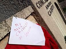 veronese concamarise una maglietta rossa all insegna dell umanit 224 zuliani a