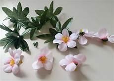 cornice di fiori come decorare un portafoto con fiori e colori acrilici