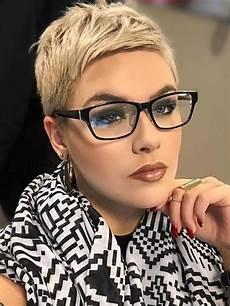 kurzhaarfrisuren mit brille 2016 brille frisuren frisuren kurze haare brille pixie
