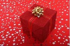 weihnachtsgeschenke foto gift free stock photo domain pictures