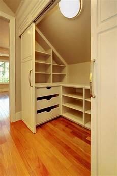 begehbarer kleiderschrank schlafzimmer begehbarer kleiderschrank dachschr 228 ge tolle tipps zum