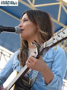 musgraves chart history video musgraves talks about die fun hometown