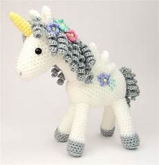 curlicue the unicorn moji moji design