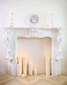 riti con le candele camino decorativo con le candele immagine stock immagine