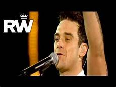 robbie williams supreme robbie williams supreme live at knebworth 2003