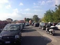 inps sede di nola nola circolazione difficoltosa per il parcheggio di auto