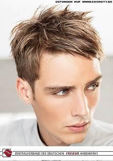 frisuren männer undone frisuren bilder cut mit seitlich gestylten haaren