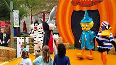 Six Flags Characters Loony Tune With Characters Six Flags St Louis Youtube