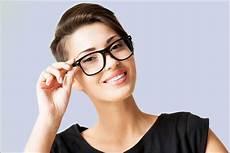 kurzhaarfrisuren männer mit brille brille zur kurzhaarfrisur look