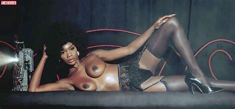 Kym Nude Adult Cams
