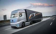 نمایشی از تکنولوژی کامیون آینده مرسدس بنز مجله پدال