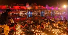 Light In India That S A Lot Of Lamps 300 000 Lit In India For Diwali