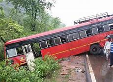 Kk Travels Mumbai St Buses Collide On And Slippery Mumbai Goa Highway At