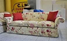 tappezzerie divani divano classico in tessuto a fiori su misura e su