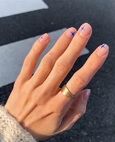 minimalistiske negle pin af fie saabye p 229 neglelak i 2020 minimalistiske