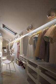 schlafzimmer ideen mit ankleide ankleidezimmer dachschr 228 ge der traum jeder frau closet