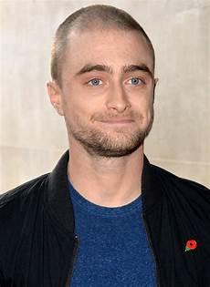 kurzhaarfrisuren männer glatze radikaler haarschnitt fotos mit glatze s 4