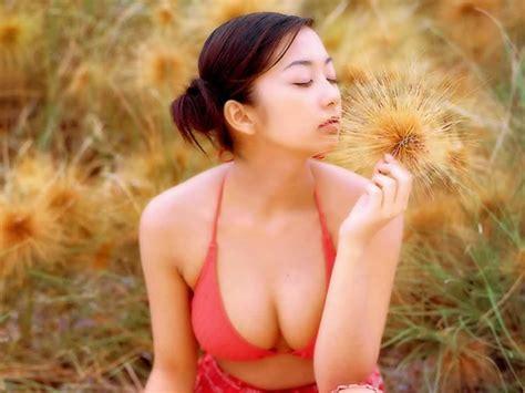 Raquel Welch Sexy Photos