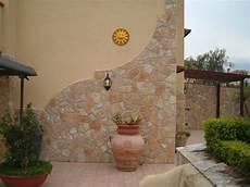 muri rivestiti in legno muri esterni con pietre con foto di muri esterni rivestiti