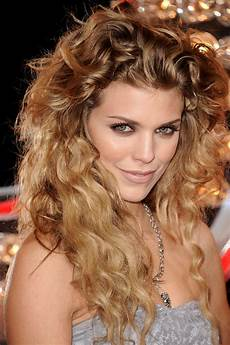 30 best curly hairstyles for the wow style