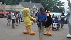 Six Flags Characters Six Flags Great Adventure Characters Dancing 1 2 Youtube