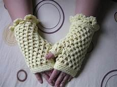 crochet gloves crochet fingerless gloves tutorial butterfly stitch