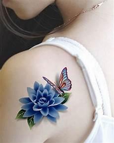 tatuaggio fiore di loto e farfalla disegno colorato di un fiore con farfalla idea