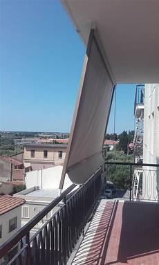 tende da sole con guide laterali tendadasole a caduta con guide laterali per terrazzo