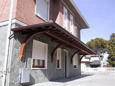 perlinato soffitto porticato a sbalzo a tre falde linea classica dimensioni