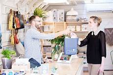 Retail Store Assistant 25 Simple Customer Service Tips All Retailers Should Try