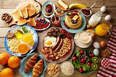 trying to slim down eat a big breakfast new research