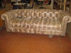 divani americani divani chester vecchi e nuovi chester nuovo in finto pitone