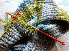 knit yarn happy to make how to knit a scarf using leftover yarn