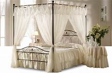 letto baldacchino mondo convenienza letti a baldacchino tendaggi nero e avorio offerte e