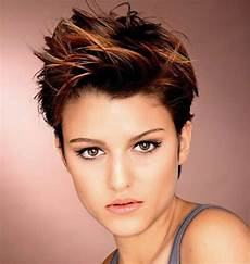 kurzhaarfrisuren frauen mit cut pixie cuts 13 pixie hairstyles and haircuts for