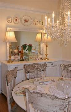 sala da pranzo country dining room white furniture chandelier