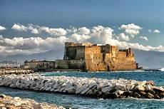 www di napoli per terra e per mare passeggiando tra i castelli di napoli