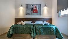 schlafzimmer spiegel über bett infrarotheizung im schlafzimmer 220 ber dem bett oder wie