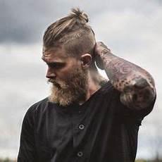männer frisuren wikinger top knoten und beard m 228 nner frisuren m 228 nnerhaare und