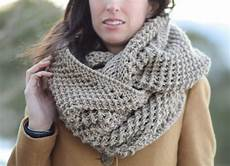 the traveler knit infinicowl scarf pattern in a stitch