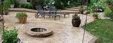 pavimentazione cortili esterni cemento stato per pavimento esterno resistente