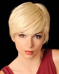 kurzhaarfrisuren blond damen bilder feminine kurzhaarfrisur mit seitenscheitel
