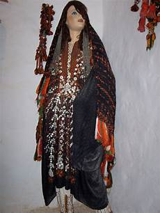 file traditional clothes siwa jpg wikimedia commons