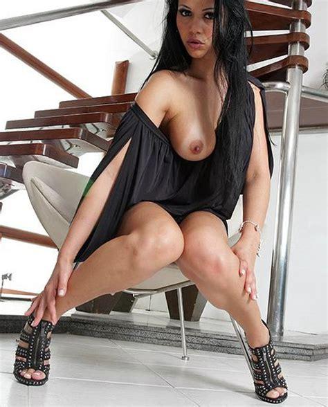 Reanna Nude Photos