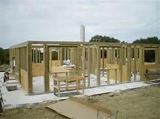 rivestimento esterno in legno edificio in legno con rivestimento esterno in mattoni