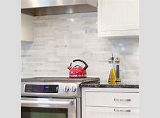 Pairing white tiles with colour accents in the kitchen